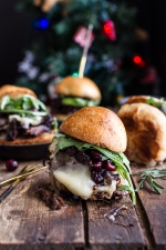 Gingery-Steak-and-Brie-Sliders-with-Balsamic-Cranberry-Sauce-1