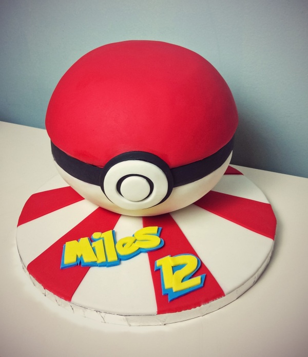 Pokémon Pokéball Cake