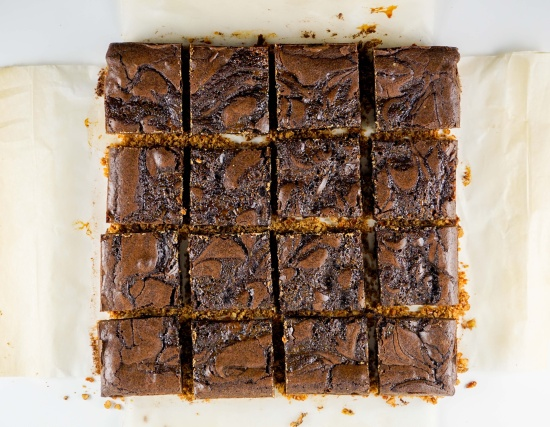 Caramel-Brownie-with-Pretzel-Crust