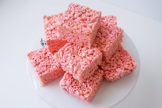 Strawberry Rice Krispie Treats | neurotic baker