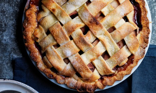 pear-pie-with-red-wine-and-rosemary1-940x560